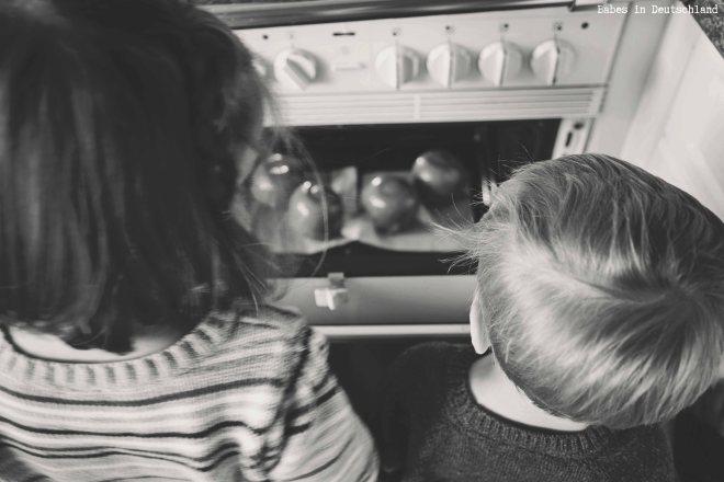 Babes in Deutschland, Making caramel apples with kids